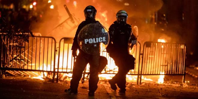 الكونغرس الامريكي ينتقد تهديد ترامب باستخدام القوة في مواجهة المتظاهرين وبايدن يتهمه باستخدام الجيش الامريكي ضد الشعب الامريكي
