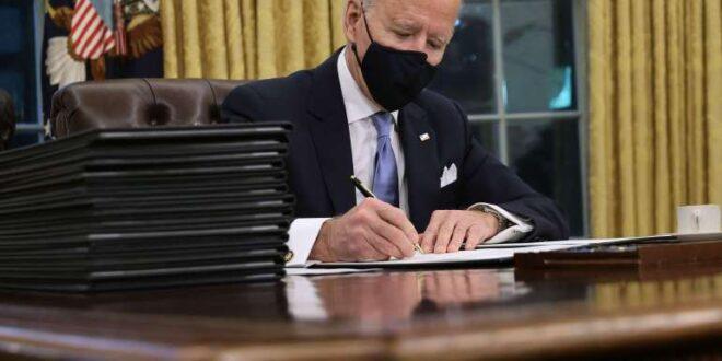 ادارة الرئيس بايدن تطرد كبير موظفي البيت الابيض الذي عينته زوجة ترامب .. وازالة التغييرات التي احدثها ترامب في المكتب البيضاوي