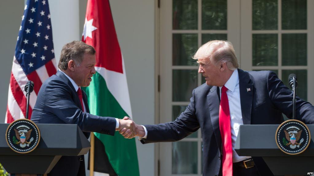 """ترامب في مؤتمر صحفي يلمح الى عمل عسكري ضد سوريا والملك الاردني يرد : """"ستجد في الأردن حليفا قويا يدعم كل سياساتك""""."""