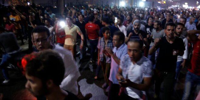 """ميدان التحرير وسط القاهرة يشهد تظاهرات تطالب """"الرئيس السيسي """" بالتنحي"""