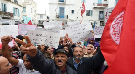اثر ازدياد الاحتجاجات العمالية .. الرئيس التونسي يدعو الجيش لحماية المؤسسات الاقتصادية