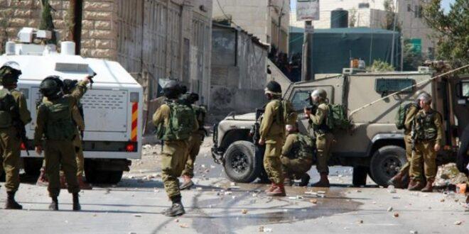 جنود الاحتلال الاسرائيلي يهاجمون المشيعيين لجنازة مواطن فلسطيني باستخدام قنابل الغاز والرصاص المطاطي
