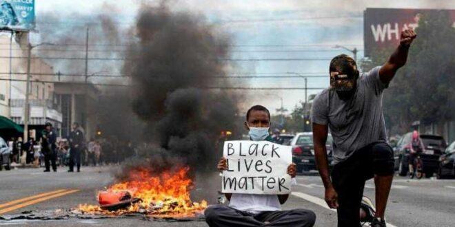 الاف المتظاهرين يتحدون قرارات حظر التجوال في اكثر من  40 مدينة امريكية والاحتجاجات مستمرة ومطالب باستقالة ترامب