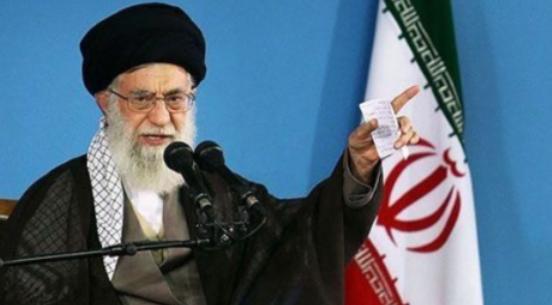 مرشد الثورة الاسلامية اية الله خامنئي يندد بالعدوان على سوريا ويصف قادة امريكا وبريطانيا وفرنسا بالمجرمين