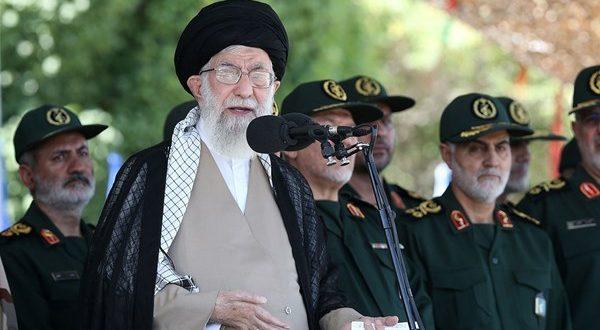 قائد الثورة الاسلامية آية الله السيد علي خامنئي : الشعوب المسلمة لن تسمح بتنفيذ صفقة ترامب