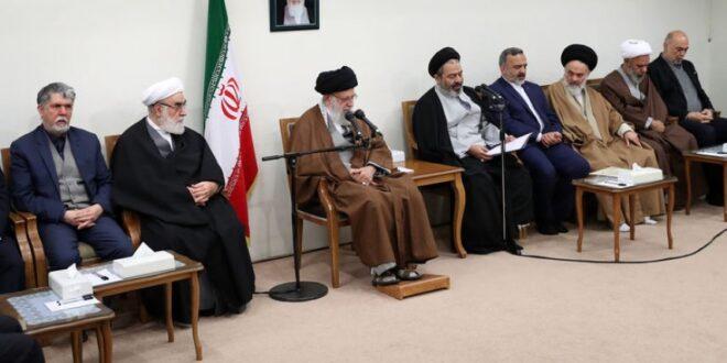 قائد الثورة الاسلامية آية الله السيد الخامنئي : صمود الشعب الايراني أغاظ اميركا واصبح محط اعجاب العالم