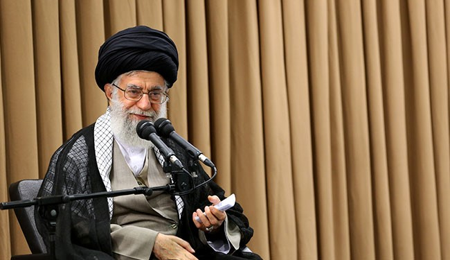 قائد الثورة الاسلامية اية الله خامنئي : سنجعل العدو يتقهقر في ساحة الحرب الاقتصادية