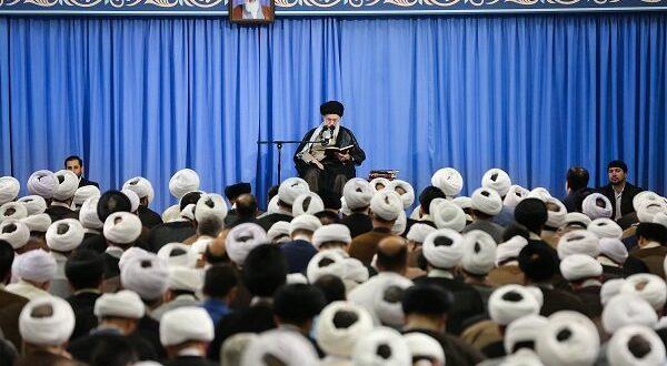 قائد الثورة الاسلامية اية الله خامنئي : من يقوم باعمال التخريب واحراق الممتلكات هم الاشرار وليسوا ابناء الشعب