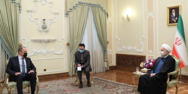 الرئيس الايراني روحاني يؤكد على تعزيز التعاون الدفاعي والعسكري بين طهران وموسكو  ويحذر من التغلغل الاسرائيلي لمنطقة الخليج