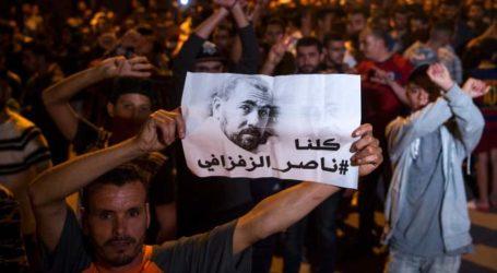 """مسيرات غاضبة في """" الحسيمة """" دعما وتاييدا للقيادي في الاحتجاجات الزفزافي والمطالبة باطلاق سراحه"""