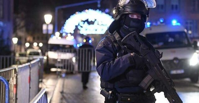 وزير الداخلية الفرنسي :رفع مستوى التاهب في البلاد و350 من عناصر الأمن يتعقون منفذ هجوم ستراسبورغ