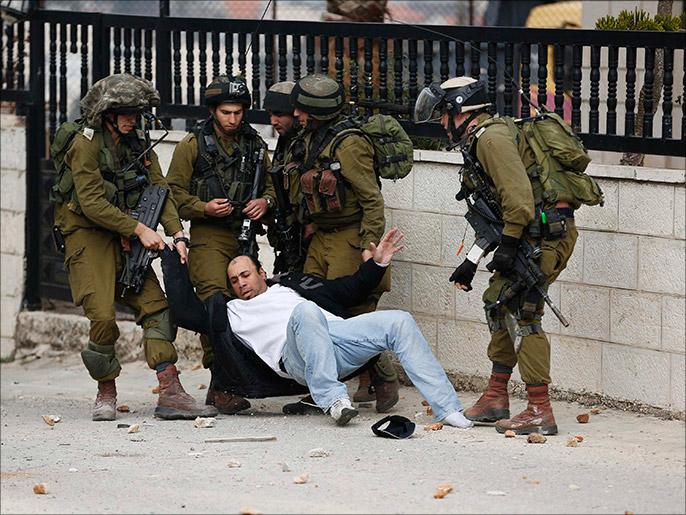 الشرطة الاسرائيلية تدنس المسجد الاقصى وتصيب فلسطينيين لدى اقتحامها صباح اليوم