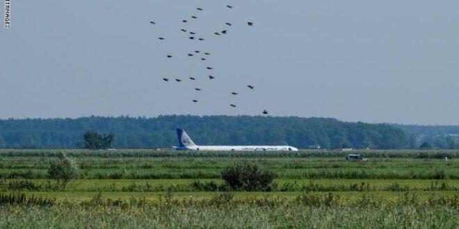 هبوط اضطراري لطائرة روسية في مزرعة بضواحي موسكو كانت تقل  200 شخص