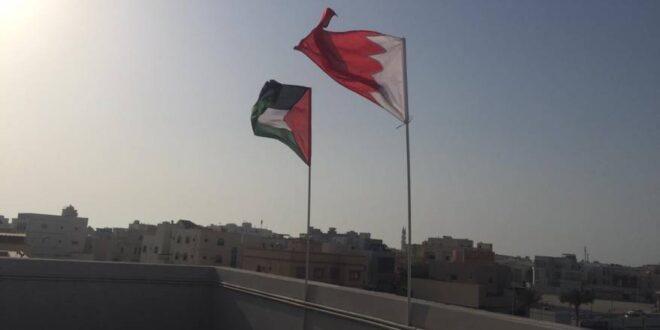 منازل الشعب البحريني ترفع اعلام فلسطين تضامنا مع الشعدب الفلسطيني وتنديدا بمؤتمر المنامة الخياني