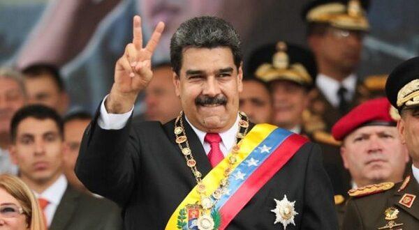 """الرئيس الفنزويلي """" مادورو """" يؤدي اليمين الدستورية امام المحكمة العليا رئيسا للبلاد"""