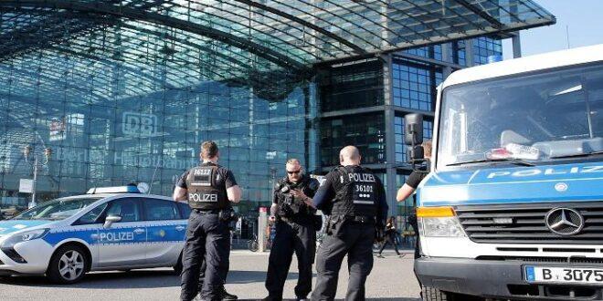 الشرطة الالمانية تثني على مواطن عراقي قام بالقاء القبض على مجرم دفع سيدة في محطة قطار لتلقى حتفها فورا تحت عجلات القطار