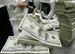 العراق يخسر  240 مليون دينار شهرياً في مزاد بيع العملة والبنك المركزي باع 44 مليار دولار من العملة الصعبة عام  2019