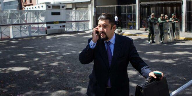 السلطات الفنزويلية تعتقل مدير مكتب زعيم المعارضة خوان غوايدو وتضبط اموالا واسلحة في منزله