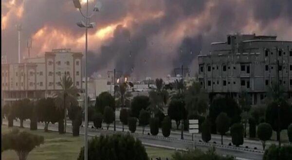 القوات المسلحة اليمنية : استهدفنا بعشرة طائرات مسيرة مصفاتي نفط ارامكو في ابقيق وخريص
