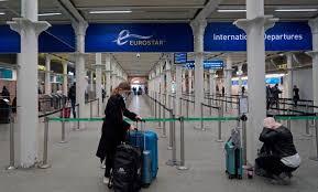 دول الاتحاد الأوروبي تعلن حظر السفر الى بريطانيا بسبب اكتشاف سلالة جديدة من فيروس كورونا