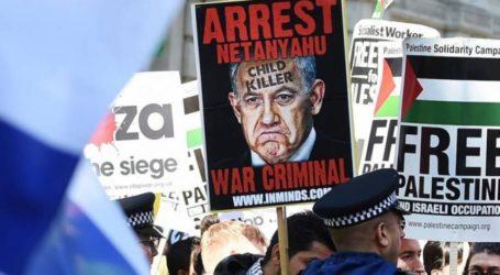 تظاهرات في الارجنتين تندد بزيارة نتنياهو وتصفه لابسا ملابس النازية بانه نسخة من هتلر