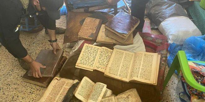 شرطة نينوى تلقي القبض على ارهابي داعشي بحوزته 32 كتابا اثريا يعود للديانة المسيحية سرقت من الكنائس خلال احتلال عصابات داعش للمدينة