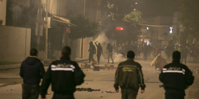 انتشار وحدات من الجيش التونسي في 4 ولايات وسط احتجاجات ضد الأوضاع الاقتصادية