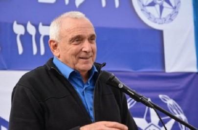 """وزير الامن الاسرائيلي """" يدنس """" المسجد الاقصى برفقة متطرفين ونتنياهو يكرر اكاذيبه """" : فلسطينيون متطرفون """" وراء العنف !"""