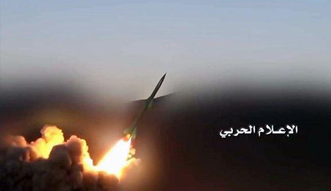 الحوثيون يعلنون نجاحهم في اجراء تجربة على صاروخ باليستي متوسط المدى باستهداف موقع عسكري داخل السعودية