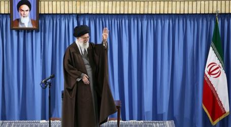"""اية الله خامنئي : حضور الشعب الايراني في الساحة هو الذي ابعد شبح الحرب عن البلاد والمشاركة في """" الانتخابات """" صون الامن القومي"""