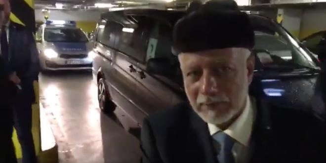 فيديو:  بن علوي وزير خارجية عُمان يتسلل  من كراج السيارات للقاء نتنياهو سراً في وارشو