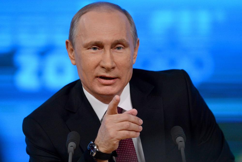 """بوتين يطلب من من المجلس الفيدرالي """" الدوما """" السماح باستخدام القوة الغسكرية في اوكرانيا"""