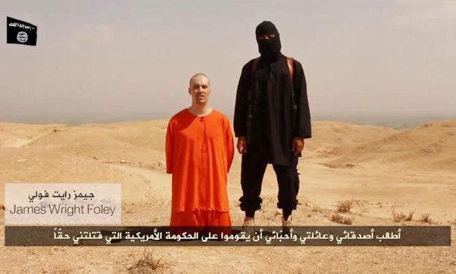 فيديو يبين إعدام الصحافي الاميركي جيمس فولي.