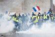 """باريس تشهد صدامات عنيفة بين المحتجين اصحاب """" السترات الصفراء """" والشرطة وحرق عشرات السيارات"""